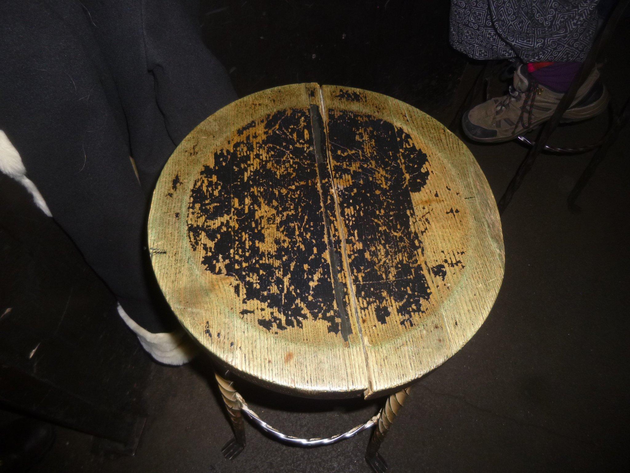 Barhocker mit gespaltener Sitzfläche